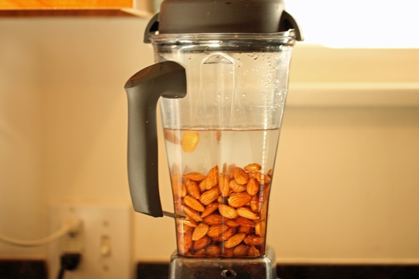 how-to-make-almond-milk-9