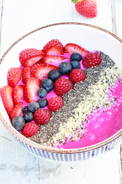 pitaya dragon fruit smoothie bowl