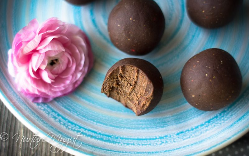 No-Bake Dark Chocolate Strawberry Energy Bites